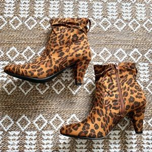 Chase & Chloe suede leather booties nib